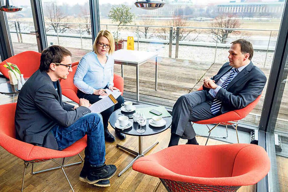 André Schollbach (38) im Gespräch mit den TAG24-Redakteuren Juliane Morgenroth und Dirk Hein.