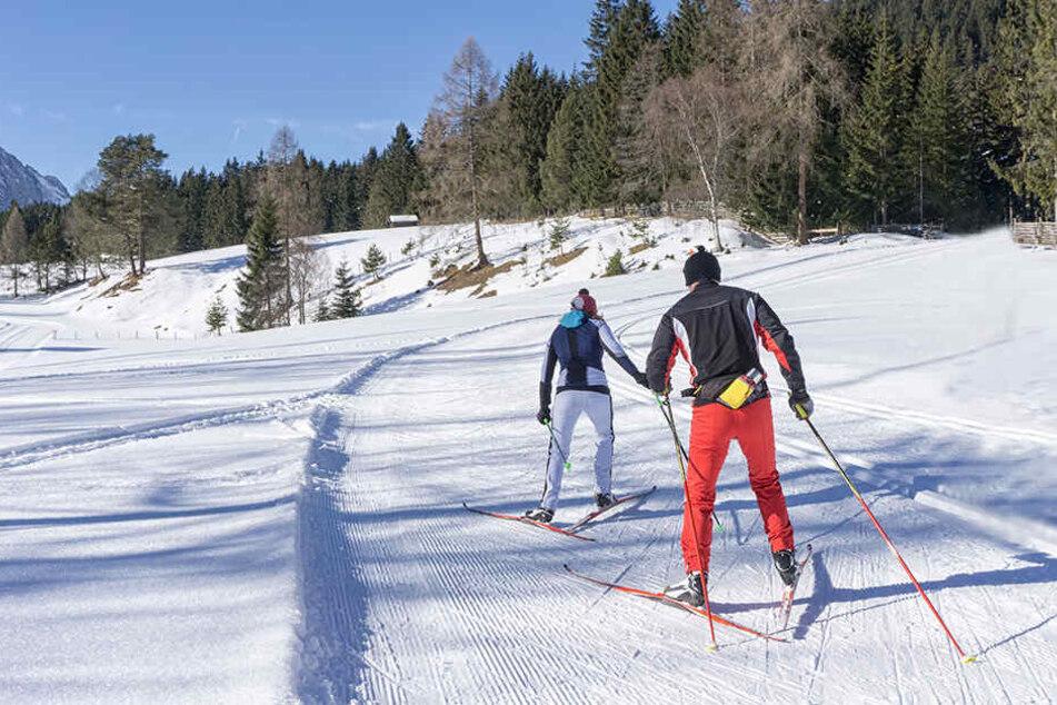 Für einen Wintersportler in Österreich endete sein Skiausflug blutig. (Symbolbild)