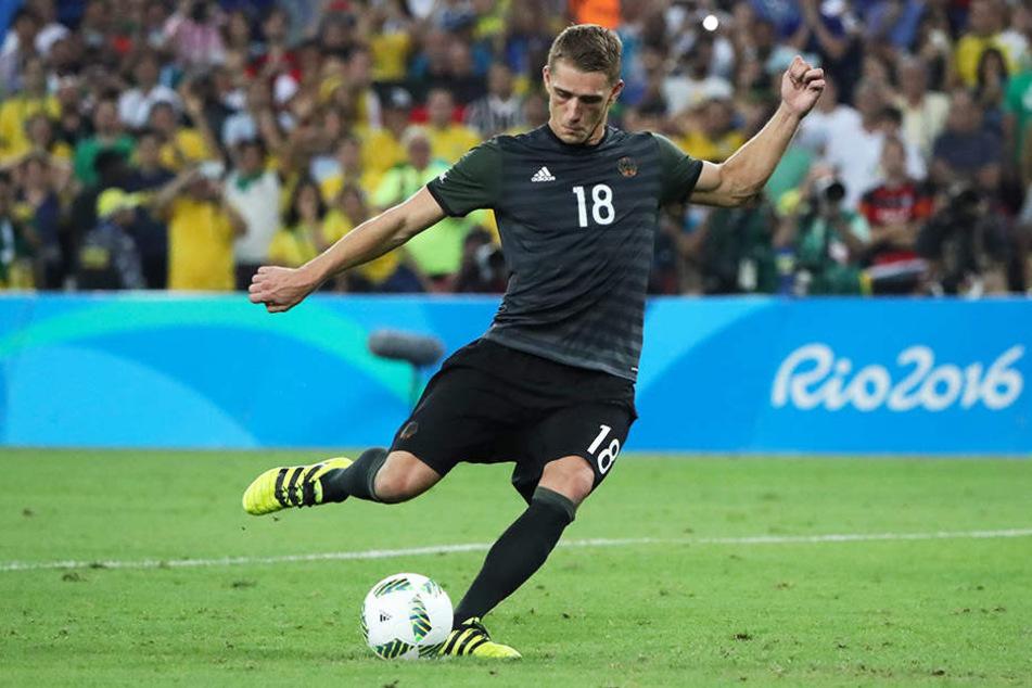 Nils Petersen vergibt die Entscheidung im Elfmeterschießen im Olympia-Finale gegen Gastgeber Brasilien.