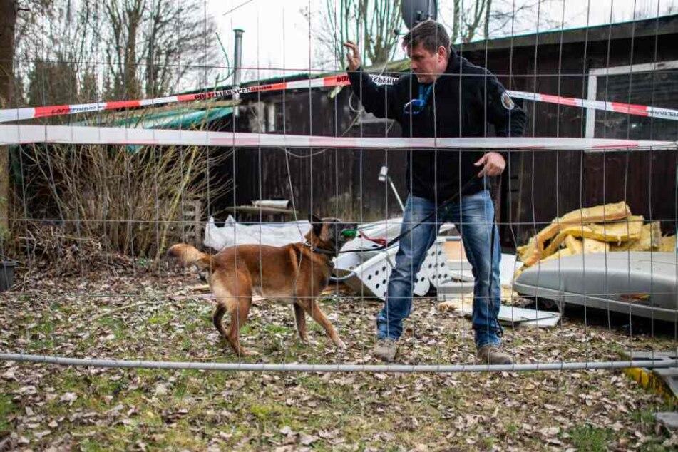 Auch ein Hund kam bei der Spurensuche zum Einsatz.