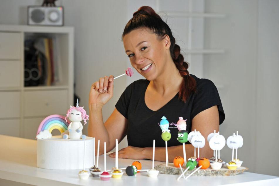 Cakepops, also kleine Kuchen am Stiel, sind der Renner bei Janette Grafs (29) Kunden. Jetzt zeigt sie, wie die Süßigkeiten gemacht werden.