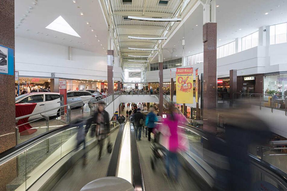 Trubel im Kaufpark in Nickern: Im Eifer des Shopping-Gefechts lässt mancher Kunde selbst Wertvolles liegen.