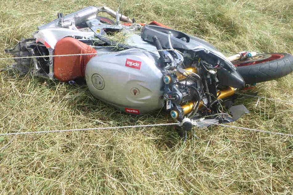 Das Motorrad war nach dem schweren Unfall nur noch Schrott.
