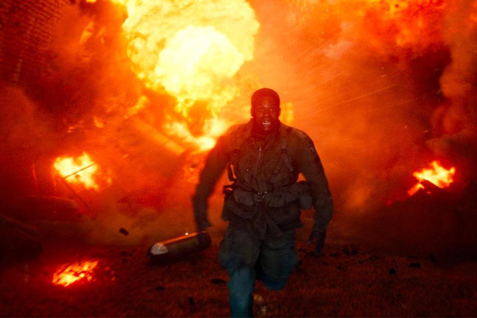 Boyce (Jovan Adepo) flieht vor einer großen Explosion.