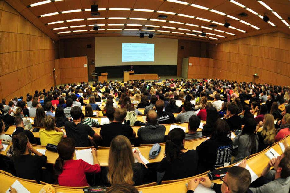 Nicht nur in der Uni Tübingen wird es weniger internationale Studierende geben.