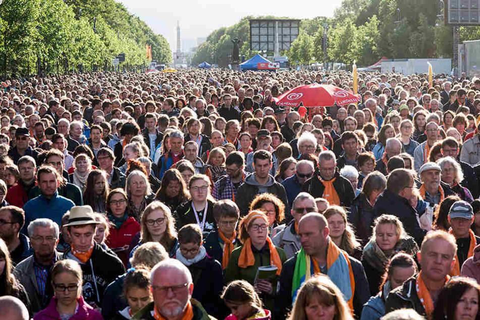 Hunderttausende strömten zum Eröffnungsgottesdienst nach Berlin. Auch Wittenberg rechnet am Sonntag mit mehreren tausend Besuchern.