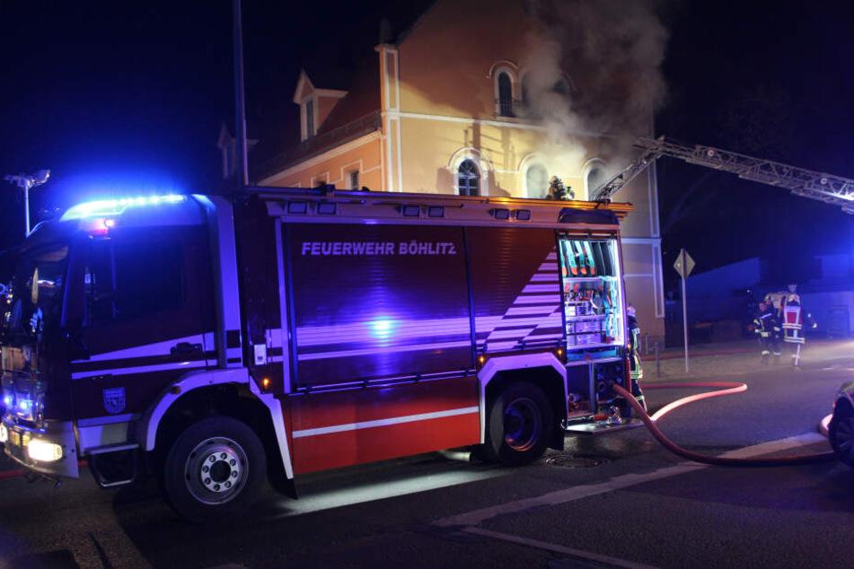 """Aus noch ungeklärter Ursache geriet das """"Gasthaus zum Reußischen Hof"""" in Brand. Dabei wurde eine Person getötet."""
