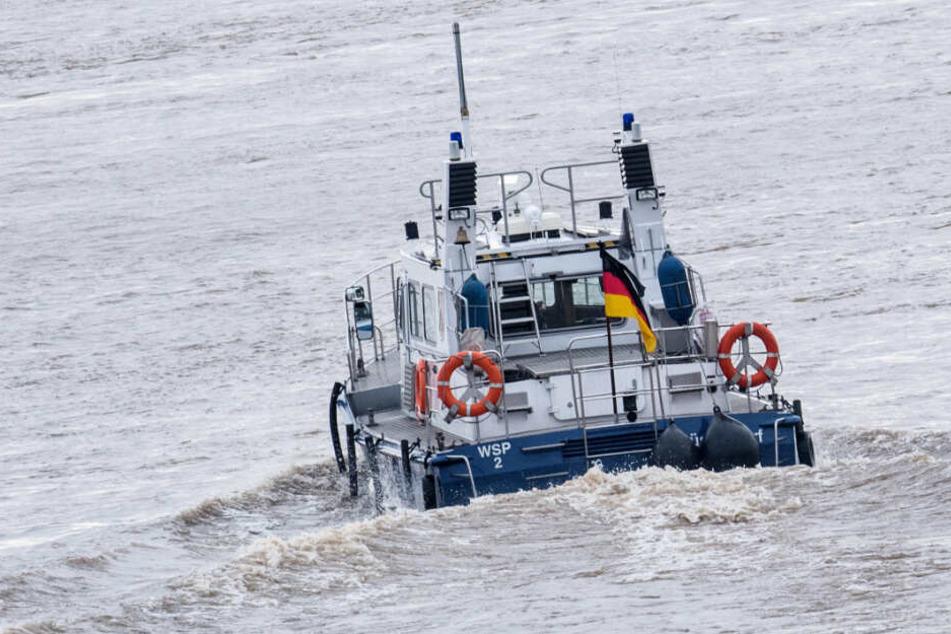 Die Wasserschutzpolizei wurde nach dem Fund der Leiche alarmiert. (Symbolfoto)