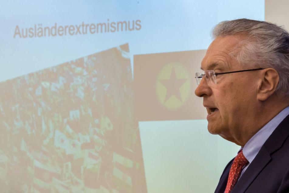 Joachim Herrmann (CSU), Innenminister von Bayern, stellte am Dienstag die Verfassungsschutzbilanz für das erste Halbjahr 2018 vor.