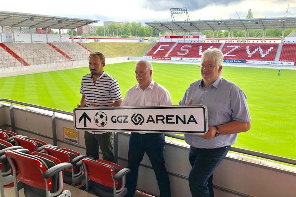 Sportdirektor Toni Wachsmuth, Rainer Kallweit, Chef der Stadion Zwickau Betriebs GmbH und GGZ-Chef Thomas Frohne haben am Donnerstag den neuen Namen des Stadions vorgestellt.