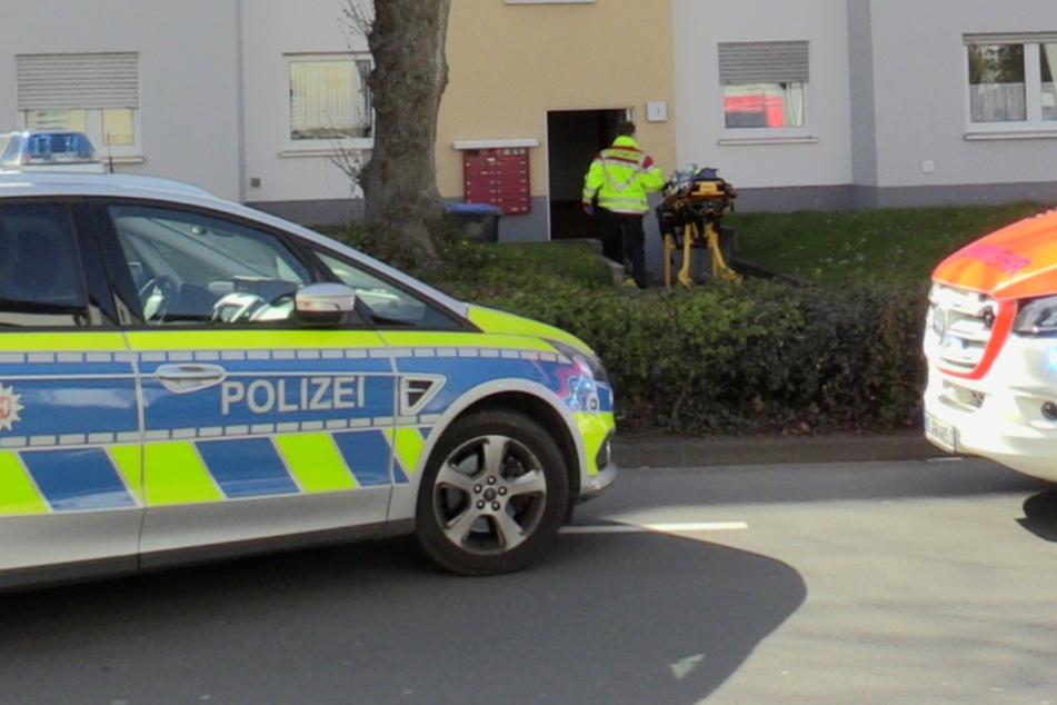 64-Jährige erstochen, ihre Mutter (84) schwebt in Lebensgefahr: Täter auf der Flucht!