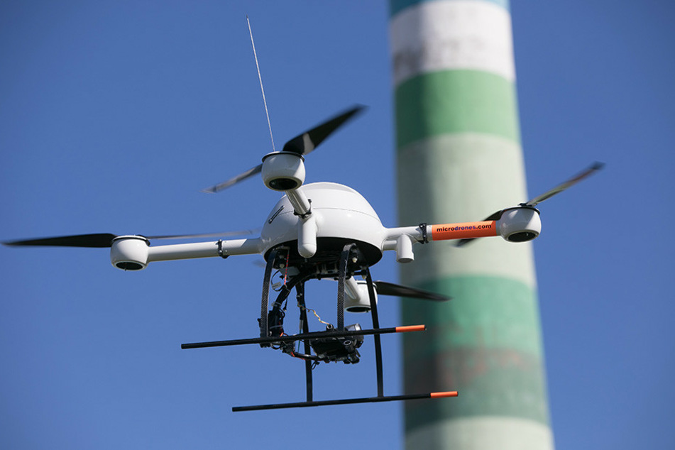 Mit dieser Drohne wird jetzt nach dem 17-Jährigen gesucht.