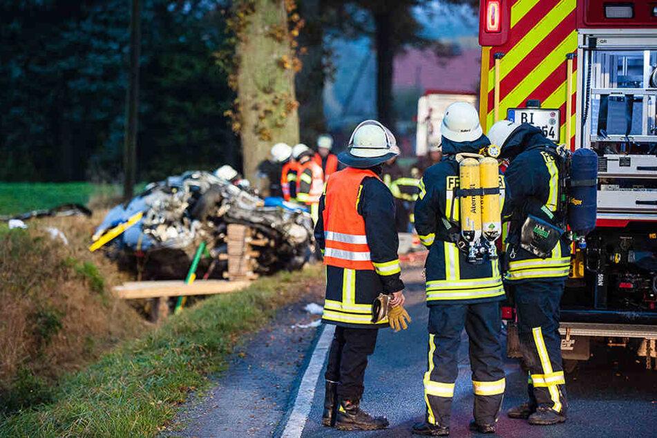 Die Feuerwehr Bielefeld musste den Autofahrer retten.