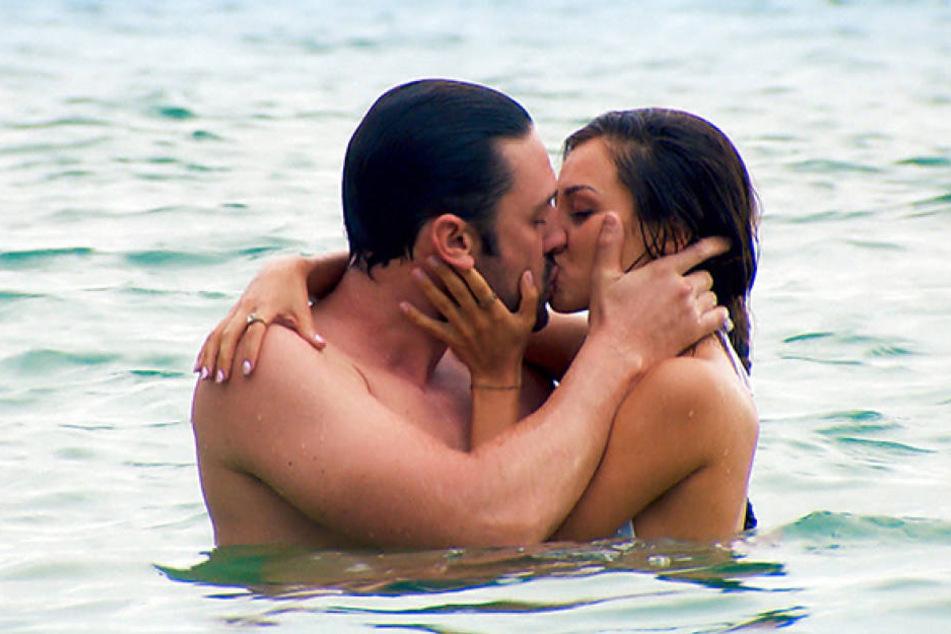 Und auch mit Kristina tauscht der Bachelor heiße Küsse aus - geht da noch mehr?