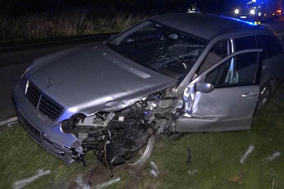 Bei Nickern stießen ein Mercedes und ein Ford zusammen.