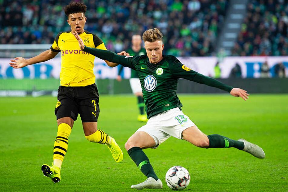 Wolfsburgs Sechser Yannick Gerhardt (r.) sorgte mit seinem VfL immer wieder für spielerische Highlights, verlor aber dennoch gegen einen effektiven BVB um Jadon Sancho.
