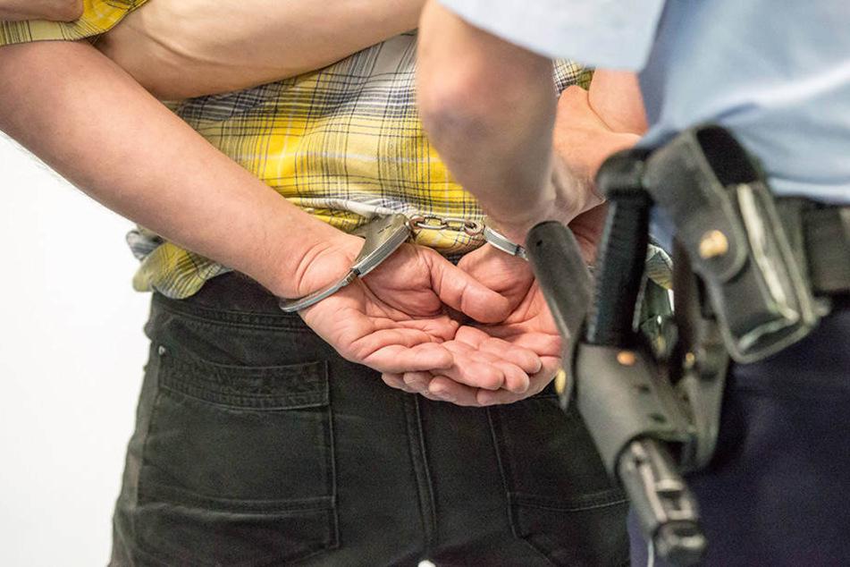 Schwere Vorwürfe! Ein Ehepaar aus der Nähe von Bonn soll eine junge Frau über Monate hinweg gequält haben.