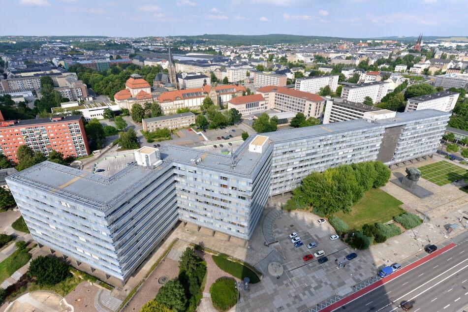 Behördenzentrum (Parteisäge) in Chemnitz bildet eine Sperre zwischen Innenstadt und dem Brühl. Wird das Gebäude bald abgerissen?