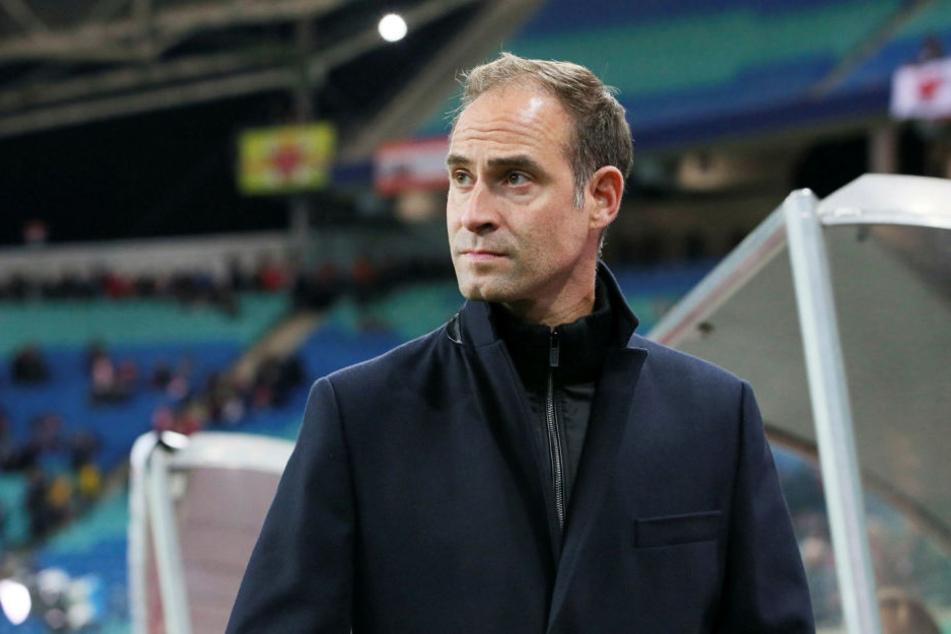 Leipzigs Geschäftsführer Oliver Mintzlaff (43) drängt auf eine Identifizierung der Täter und will diese lebenslang aus dem Stadion werfen.