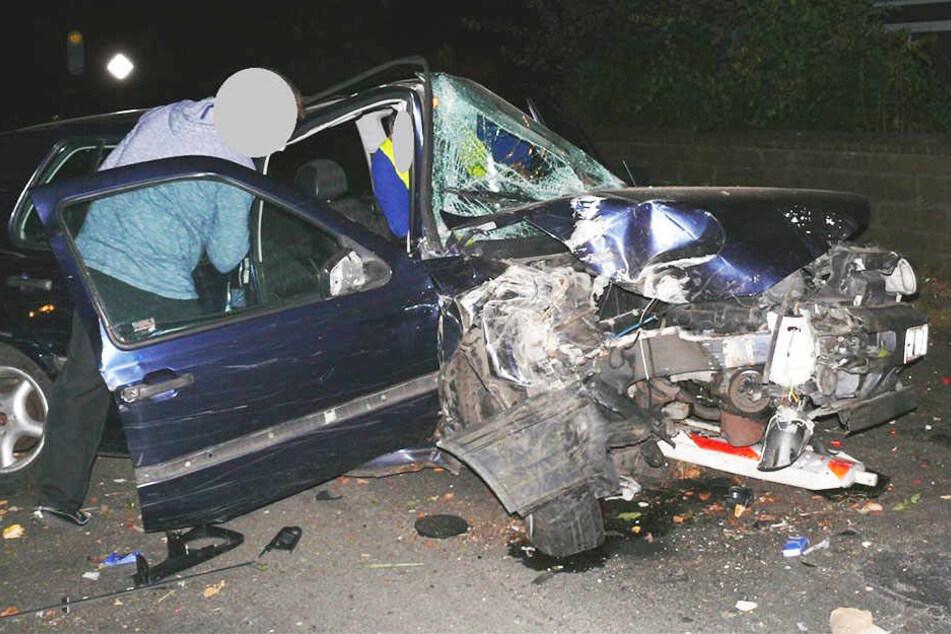 Aus diesem Auto kam der 24-jährige Fahrer fast unverletzt wieder raus!