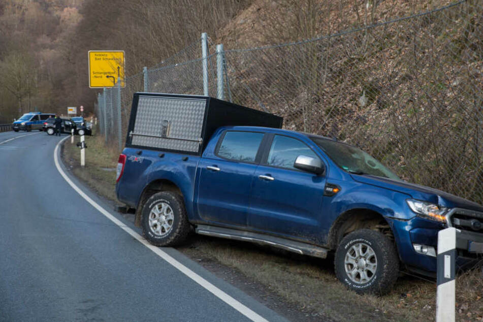 Der Geländewagen landete nach dem Crash im Graben.