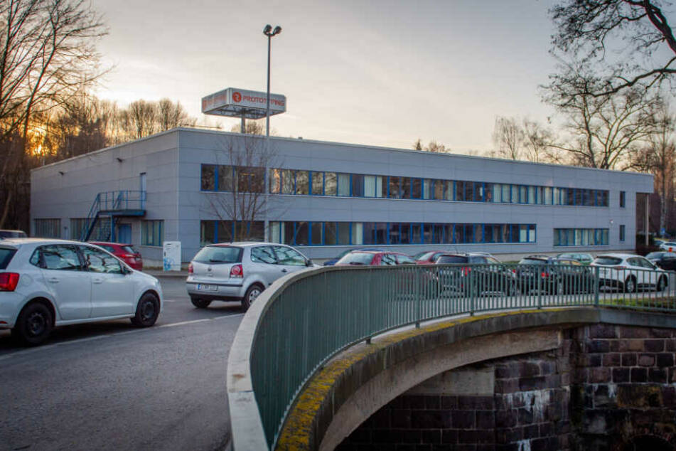 Die Firma Robur Prototyping baut in Chemnitz Modelle von Straßenbahnen und von Autokarosserien.