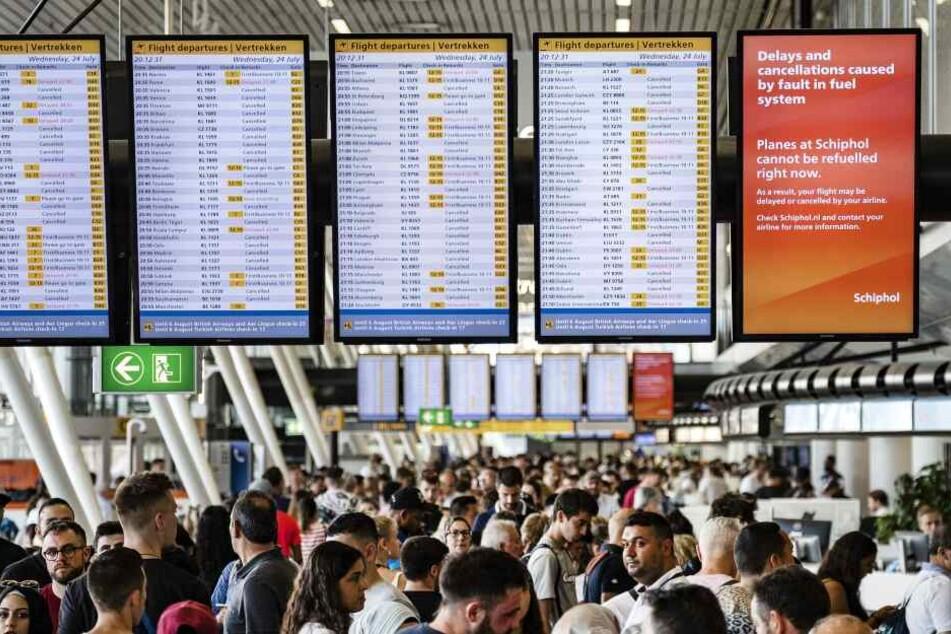 Passagiere am Flughafen Amsterdam.