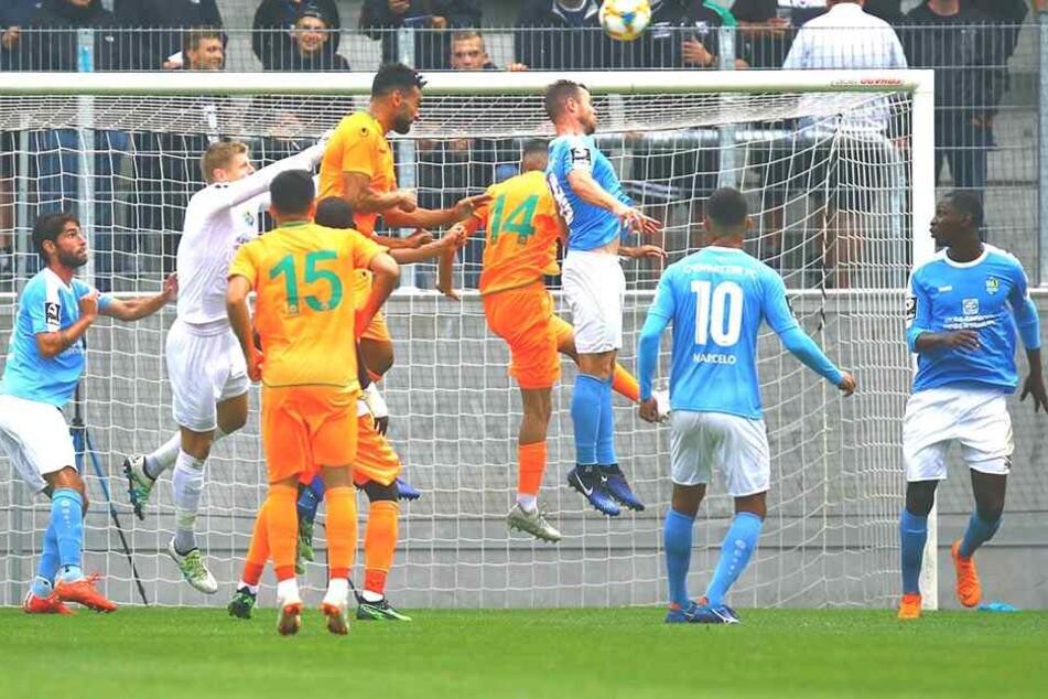 Jakub Jakubov (2.v.l.) kassierte bei der CFC-Generalprobe gegen Alanyaspor ein vermeidbares Gegentor, bleibt aber die Nummer 1.