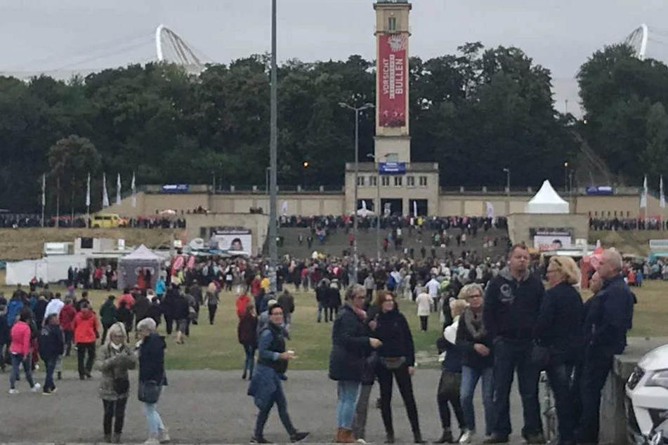 Teils seit den Morgenstunden warten die ganz harten Fans vor der Red Bull Arena!