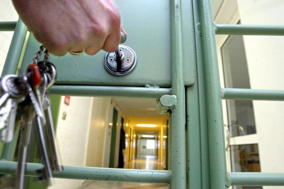 Experten warnen: Deutsche Gefängnisse sind Brutstätten für Terrorismus!