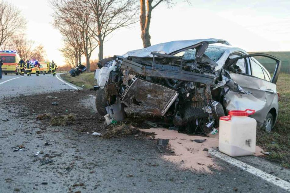 Heftiger Frontal-Crash auf B173: Vollsperrung!