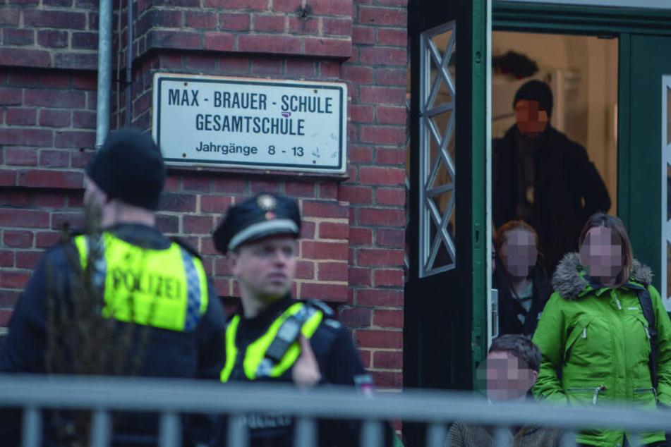Hamburg: Großeinsatz für Polizei und Feuerwehr: Alarm an Hamburger Gesamtschule