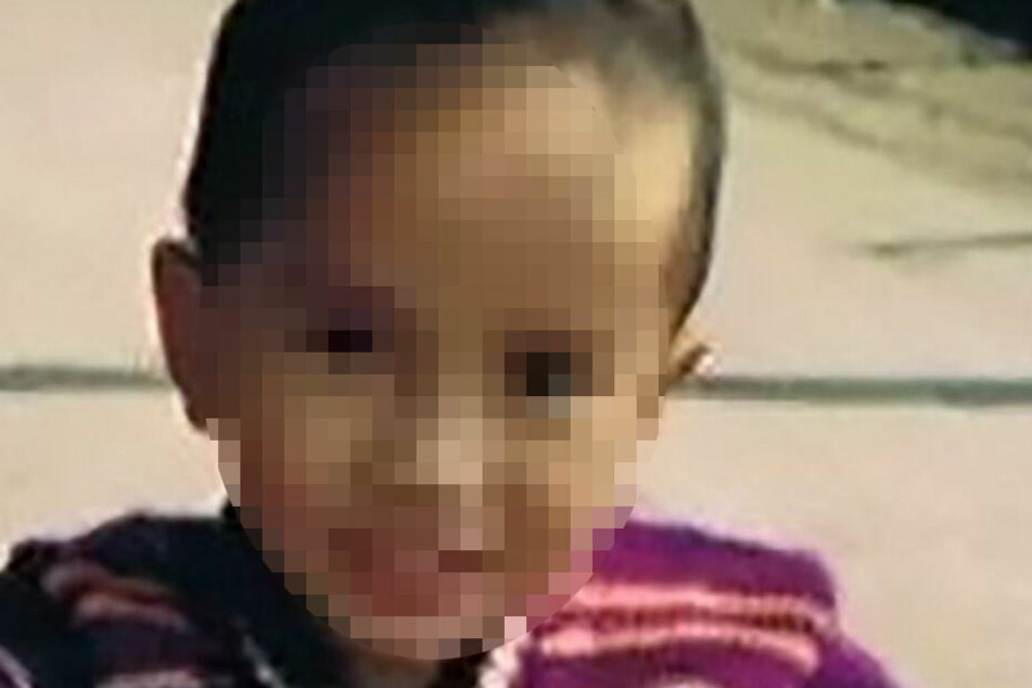 Yi Weifeng im Alter von drei Jahren.