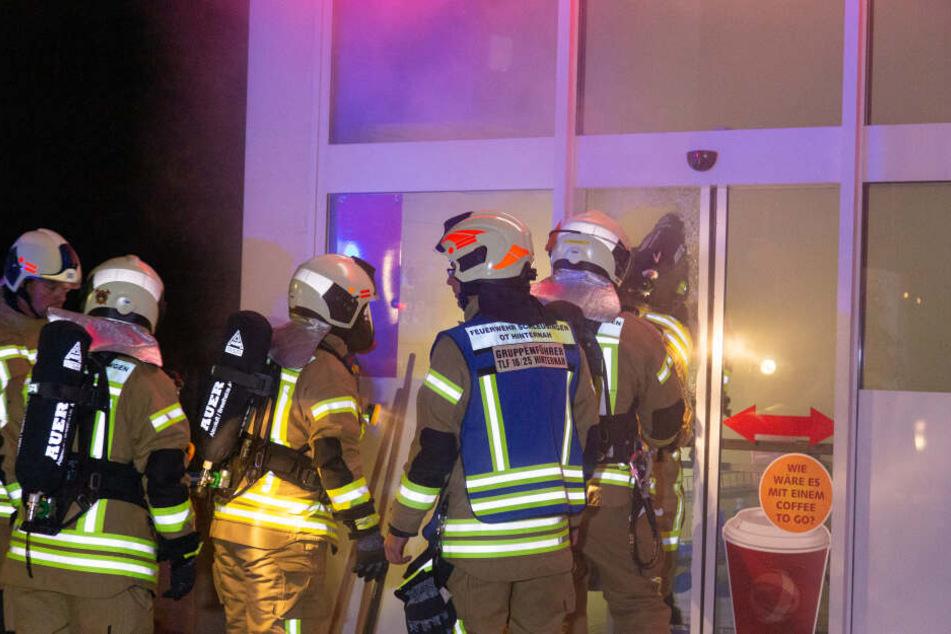 Den Einsatzkräften wurde schnell klar, dass der Nebel nicht von einem Brand stammt.