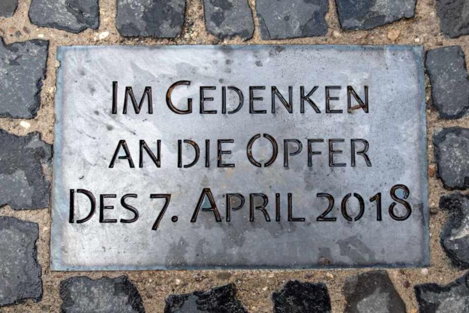 Eine Gedenktafel erinnert an die Opfer.