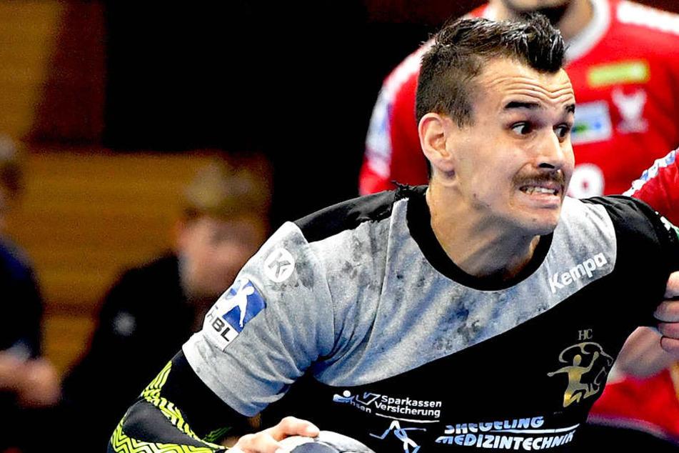 Roman Becvar (l.) zerrte in Hüttenberg vehement an den Ketten und erzielte sieben Tore beim ersten Auswärtssieg der Saison.