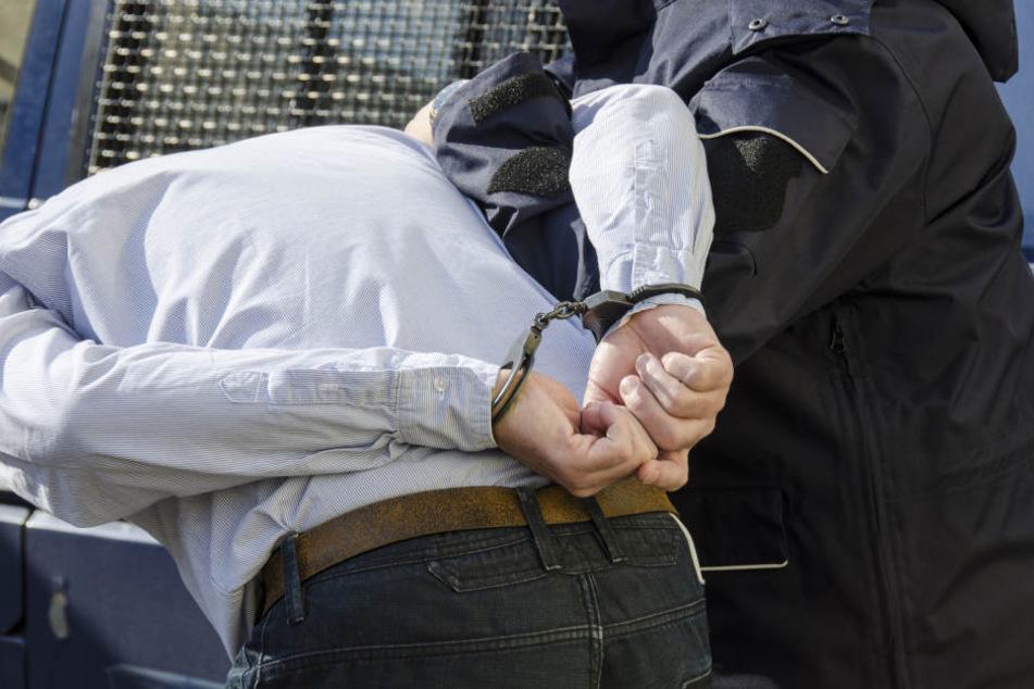 Ein sogenannter Reichsbürger hat sich in Erfurt gegen seine Festnahme gewehrt. (Symbolbild)