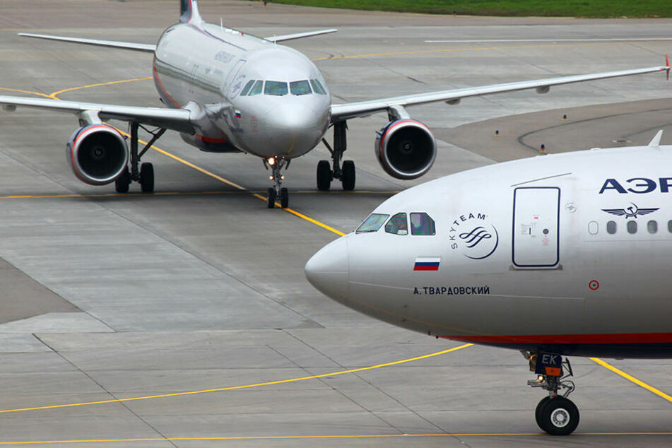 Tödlicher Unfall auf Startbahn: Fußgänger von Flugzeug überrollt