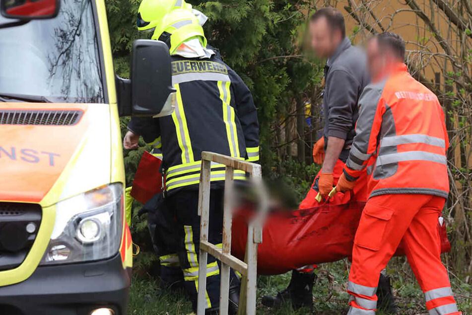 Der Fahrer wurde mit einem Tragetuch gerettet.
