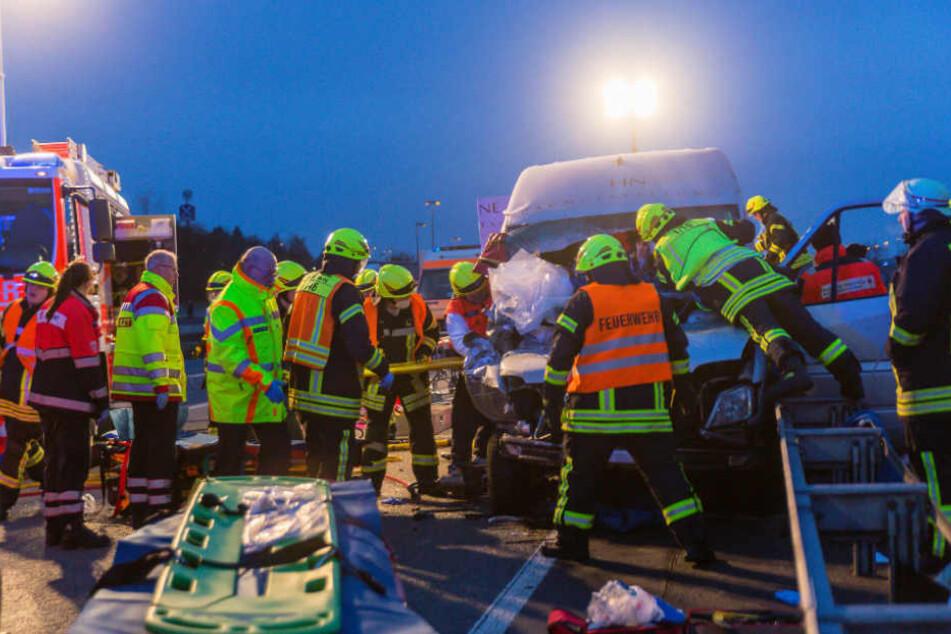 Die Arbeiter mussten von der Feuerwehr befreit werden (Symbolfoto).