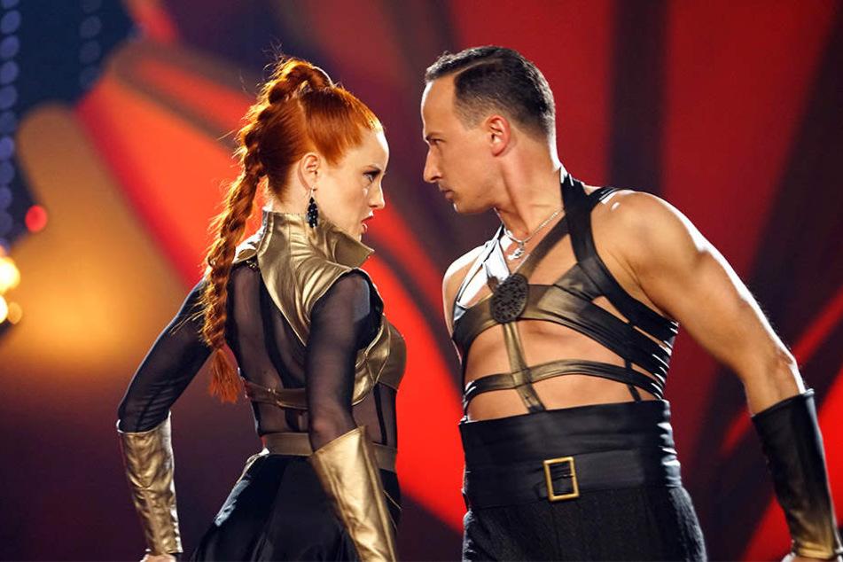 Feurige Darbietung von Barbara Meier (links) und ihren Tanzpartner Sergiu Luca.