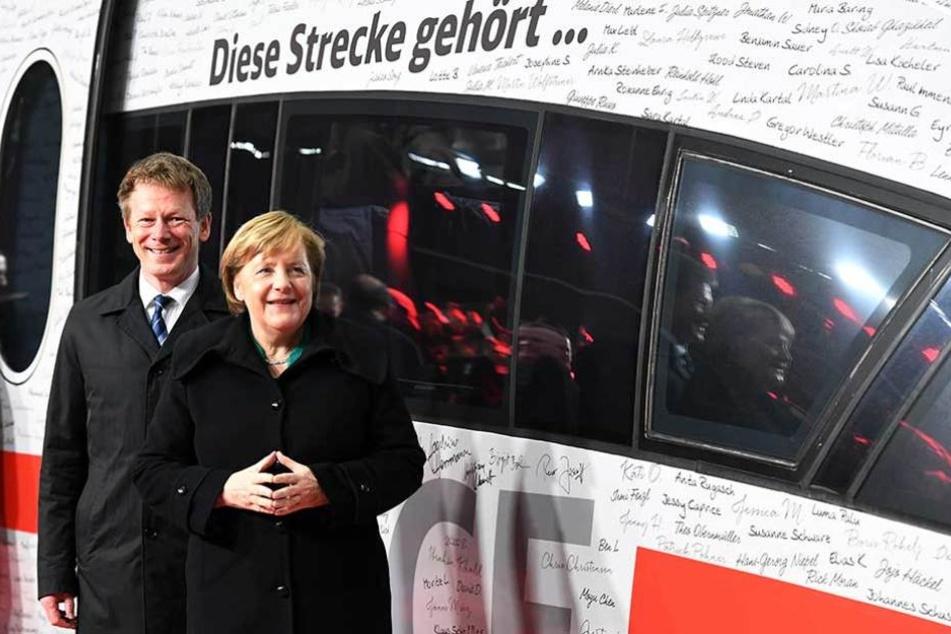 Auch Bundeskanzlerin Angela Merkel war zur Streckeneröffnung gekommen.