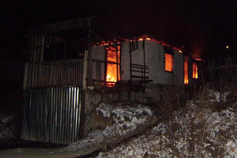 Das Löschen des Feuers habe rund sechs Stunden gedauert.