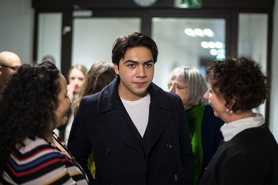 Der 20-jährige Nenad M. wartet am 07. März in Köln im Flur des Gerichts auf den Beginn seiner Verhandlung.