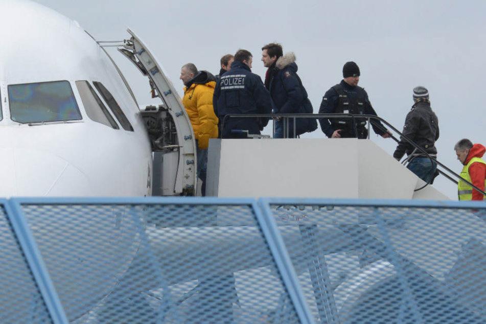 Bei dem Charterflug waren 90 Menschen abgeschoben worden.