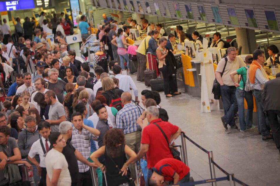 Ratlose Fluggäste: Mehr als acht Stunden fiel das System aus - und somit auch Flüge. (Symbolbild)