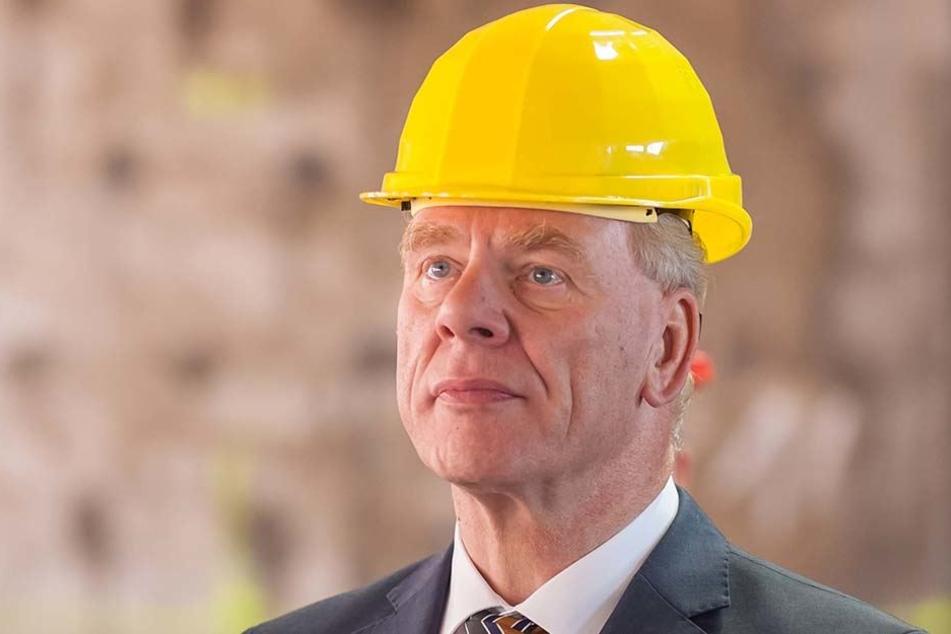 Neues Problem für den Bauherren: Sachsen Finanzminister Georg Unland (63, CDU) bekommt es mit Wismut-Schotter zu tun.