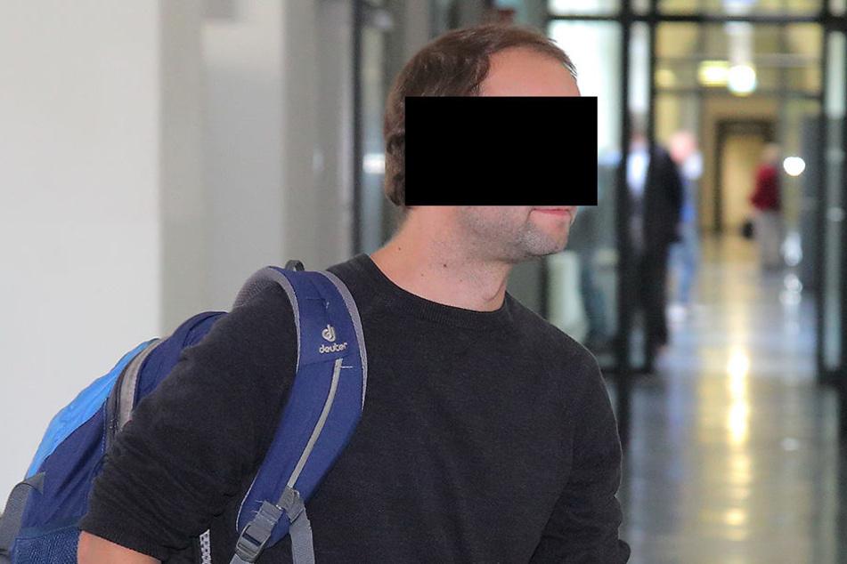 """Pfleger Benjamin L. (36) soll einen Polizisten als """"Bullenwichser"""" beschimpft  haben. Die Anschuldigung wies er zurück."""