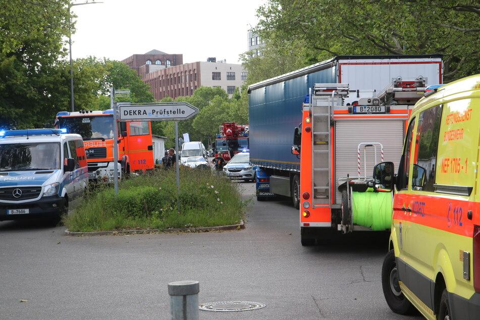 Bei einem schweren Unfall in Berlin-Tempelhof ist eine Person ums Leben gekommen.