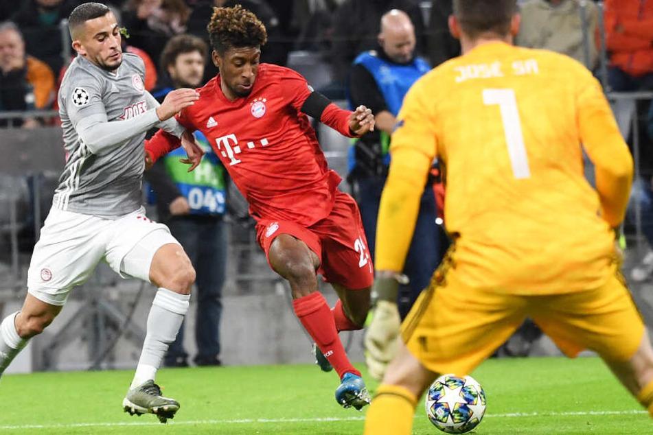 Kingsley Coman (M.) und der FC Bayern München konnten Piräus niederringen.